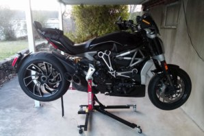 abba Sky Lift supporting Ducati Diavel X
