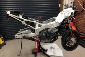 abba Sky Lift used for Honda Fireblade rear end removal pt. 3