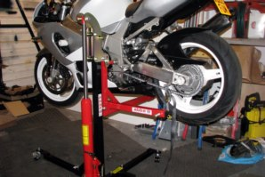 abba Sky lift, lifting a GSXR750